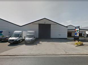 Magazijnruimte van 1.620 m² te huur, fantastisch gelegen vlakbij de R8 te Kuurne. De toegang kan bekomen worden via een ruime toegangspoort (toeg