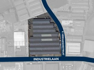 Magazijnruimte van 1.090 m² te huur, fantastisch gelegen vlakbij de R8 te Kuurne. De toegang kan bekomen worden via ruime toegangspoorten (toegan