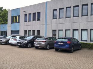 Espaces multifonctionnel de 289 m² à vendre à Zellik, idéal comme dépôt / atelier / bureau  L'espace fait parti