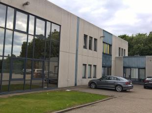 Espaces multifonctionnel de 307 m² à vendre à Zellik, idéal comme dépôt / atelier / bureau  L'espace fait parti