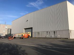 Magazijnruimte van 5.905 m² te koop, vlak naast de Volvo, Honda en gelegen langs het Kanaal Gent-Terneuzen in de haven van Gent. De loods met een