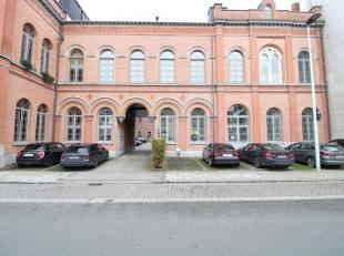 Authentieke kantoorruimte op een toplocatie in Gent-Centrum. Het kwalitatieve kantoor is deels opens space, deels ingericht en voorzien van oa. een ke