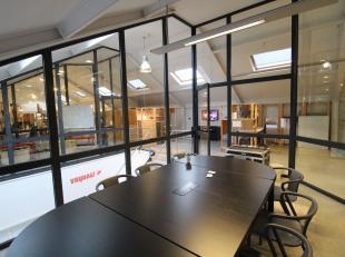 Kwalitatieve & instapklare kantoren op een toplocatie nabij de binnenring in Gent-Centrum. De atypische kantoorruimte is deels opens space, deels