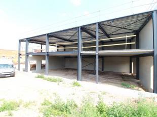 Nieuwbouw bedrijfsgebouw bestaande uit een kantoorruimte / showroom van 533 m² in combinatie met 221 m² opslagruimte te koop of te huur. De