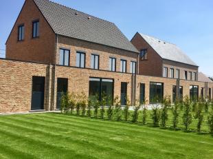 Luxueus afgewerkte en instapklare nieuwbouwwoning op een grondoppervlakte van 358m², gelegen in de mooie Gemeente Wiekevorst!<br /> De half-open