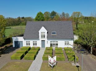 Deze schitterende volledig gerenoveerde villa is gelegen op een perceel van ca 2700 m² in een rustige residentiële omgeving in Tessenderlo.
