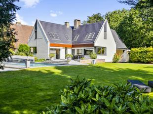 Deze villa met 3 slaapkamers, veel lichtinval, garage en een mooi aangelegde tuin ligt in een rustige, residentiële buurt in Sint-Martens-Latem.<