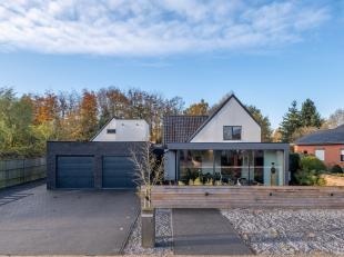 Deze mooie, hedendaagse woonbeleving is rustig en residentieel gelegen in Heusden-Zolder, op een perceeloppervlakte van ca. 900 m². De gerenoveer