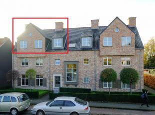 Duplex appartement van 98 m² met ruim terras, garagebox en kelderberging.Inhoud 2de verdieping: Inkomhal, woonkamer met toegang naar het ruime te