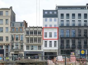 Volledig gerenoveerd appartement van ca. 98 m² met 2 slaapkamers en open leefkeuken,-ruimte op toplocatie in het centrum van Antwerpen.