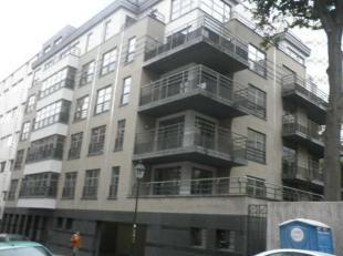 Mooi duplex appartement van 153m², bestaande uit:- 3 slaapkamers met parket- 1 badkamer- 1 badkamer- 1 apart toilet- 1 inkomhal met apart toilet-