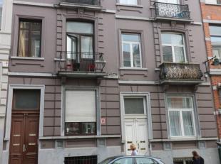 Appartementsgebouw met 4 appartementen:GELIJKVLOERS EN BENEDENVERDIEPING: DUPLEX +/- 130m²BENEDENVERDIEPING: en enfilade- kamer op verdieping 4,4