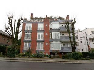 Prachtige luxe<br />  appartement van<br />  160m²<br />  en bestaat uit<br /> :<br /> -<br />  3<br />  slaapkamers met parket (16.5 -13.5-13m&s