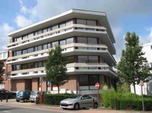 Bel appartement de 85m² dans un petit immeuble construit en 1972.<br /> - 2 chambres en parquet ( 15-9m²) placard<br /> - 1 salle de bain +