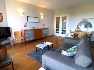 Bel appartement meublé de +-80m² composé de :<br /> -1 belle chambre en parquet de 13m²<br /> - 1 salle de b