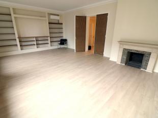 Bureau 130m²<br /> - salle de réunion 35.3m² - parquet<br /> - 4 pièces bureaux 16.5m² + 11.5m² + 18.5m² + 8m&s