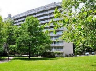 Dans un immeuble de standing, bel appartement de 128m² avec :<br /> - 3 chambres en parquet<br /> - 1 salle de bain en marbre<br /> - 1 salle de