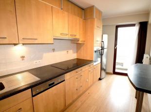 Appartement van + -110m² bestaande uit<br />  - 1 hal met toilet<br />  - 3 slaapkamers (13.8, 9.9.m²) - bamboe vloeren<br />  - een woonkam