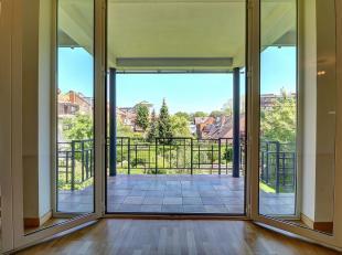 Mooi appartement gerenoveerd + - 105m ² bewoonbaar bestaande uit:<br />  - hal met garderobe<br />  - nachthal met toilet<br />  - 2 slaapkamers