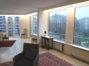 Appartement bestaande uit:<br /> - Inkomhal op marmer 12m²<br /> - Vestiaire en wc<br /> - Living op marmer 47m² (zuiden) , inclusief witte