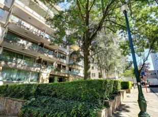 Spacieux et lumineux appartement 3 façades de +-180 m² composé de:<br /> - 3 chambres avec placards (12 – 16 –