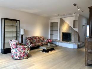 STOCKEL / Penthouse non meublé +- 175m² composé de :<br /> 4 chambres (15-14-10-9,5m²)<br /> hall entrée avec WC s&eacu