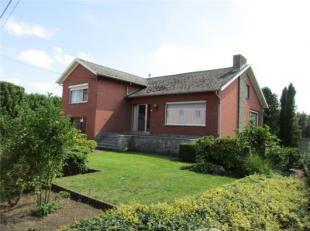 Perfect onderhouden landhuis in mooiste straat van Laakdal, op 5 minuten van oprit 24 E313 Antwerpen/ Hasselt. Inkomhal, living met in natuursteen uit
