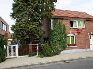 Te renoveren woning met zeer grote tuin en stallingen in Brustem ( Sint -Truiden). Perceel van 836 m². Uitermate rustige ligging. Mooie opportuni