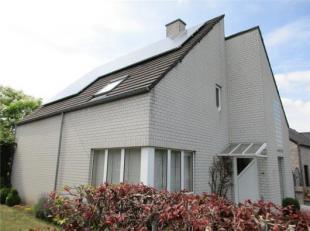 Onderhoudsvriendelijke villa in mooiste straat van Laakdal, op 5 minuten van oprit 24 E313 Antwerpen/ Hasselt. Prachtige inkomhal, vestiairekast, gast