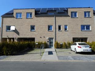 Nieuwbouwappartement (117 m²), zeer energiezuinig, in het centrum van Winkelomseheide, nabij E313.GELIJKVLOERS: Gezellige woonkamer met veel lich