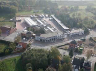 Project op invalsweg naar Geel centrum, ring Geel-Mol, op 2ha58a29ca , gelegen hoek Molseweg/Laar.Alle handel toegelaten cfr voorwaarden RUP, combinat