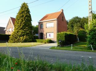Prachtig gelegen woning, nabij de centra van Herselt en Westerlo. Grondoppervlakte van 10 are te midden het groen.Indeling: Inkomhal, ruime woon- en z