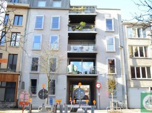 Recent en perfect onderhouden appartement in een rustige straat gelegen tussen de Scheldekaaien en de Nationalestraat, omringd door gezellige pleintje