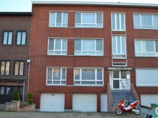 Rustig gelegen 2-slaapkamerappartement met koer op het gelijkvloers van een klein gebouw.<br /> Het appartement bestaat uit een inkomhall met apart to