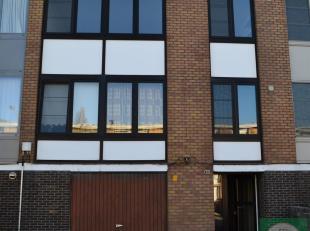 2-slaapkamer appartement gelegen in een rustige doodlopende straat vlakbij het centrum van Wilrijk.Het appartement bestaat uit een leefruitme op lamin