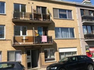 Gezellig gelijkvloers appartement met 2 slaapkamers in Hulst-Tessenderlo. U komt binnen in de inkomhal met plaats voor het inrichten van een vestiaire