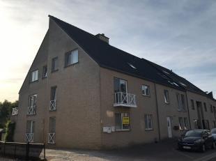 IN OPTIE - Gelijkvloers appartement met drie slaapkamers in Tessenderlo. U komt binnen in de leefruimte met aanpalend de ingerichte keuken en eetplaat