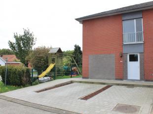 Zeer charmante woning met 3 slaapkamers op een hoekperceel van 625 m², gelegen nabij het centrum van Olen-Centrum, doch rustige omgeving aan een
