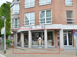 Handelsgelijkvloers van 95 m² gelegen op de Markt van Tessenderlo.<br /> <br /> Dit handelspand heeft een zeer commerciële ligging en goede