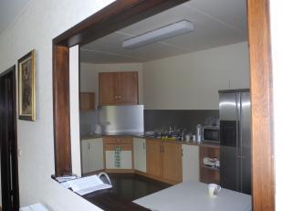 Beschrijving<br /> Zeer verzorgd appartement, in een groene omgeving met lichtrijke leefruimte en open volledige keuken , luxueuze badkamer met hoekba
