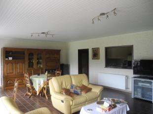 Beschrijving<br /> Zeer verzorgd appartement, in een groene omgeving met lichtrijke leefruimte en open volledige keuken , luxueuze badkamer met hoekb