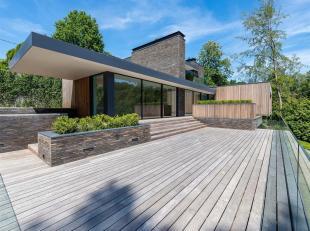 Dans le quartier du golf des sept Fontaines, villa contemporaine développant une superficie totale de ± 740 m² implantés sur