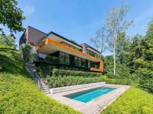 Dans le quartier du golf de sept Fontaines, villa contemporaine développant une superficie totale de ± 632 m² implantée sur