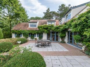 Située dans un environnement vert et calme, à deux pas du Golf de Waterloo, propriété de ± 450 m² sur un terra