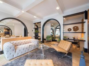 Gelijkvloers appartement met een oppervlakte van ± 152 m² met terras, gelegen in het prestigieuze prive en veilige Square du Bois.  Het ap
