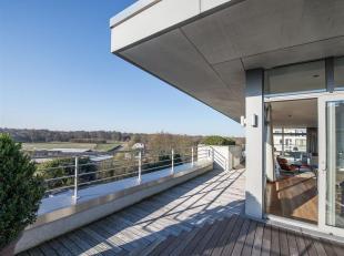 """Gelegen op korte afstand van de """"Hippodroom van Bosvoorde"""", appartement penthouse met een oppervlakte van ± 329 m², omringd door ±"""