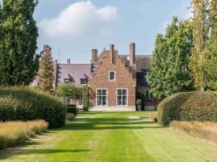 Prachtige villa met een oppervlakte van ± 600 m², rustig gelegen in een mooie Wirtz-tuin op een terrein van 1,5 Ha .<br /> De stijlvol ged