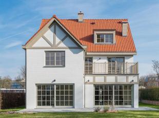 Gelegen in een rustige en beboste woonwijk tussen Stockel en Mater Dei school, nieuwe villa met een oppervlakte van ± 500 m² westelijk ger