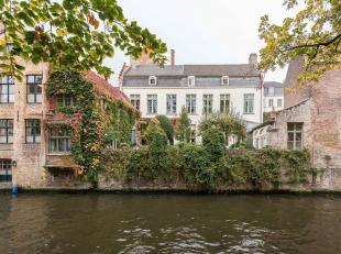 Woning met mooie tuin die uitgeeft op de Groenerei in het historische centrum van Brugge. De woning werd grotendeels gerenoveerd met behoud van origin