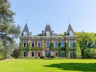Sis dans un parc classé de ± 1,5 ha comprenant des arbres centenaires, le château de Linkebeek est un endroit unique offrant une o